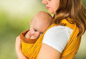 في الحركة بَرَكة: كل ما يجب معرفته عن حمّالة الطفل